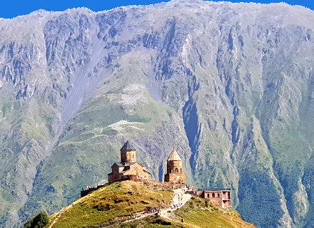 Eglise de Gergeti devant la montagne Kazbek