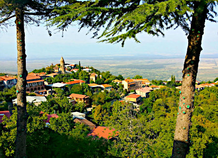 Village de Sighnaghi, son église qui domine la vallée d'Alazani