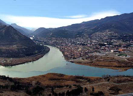 Vus sur la rivière Mtqvari depuis Djvari-Mskheta